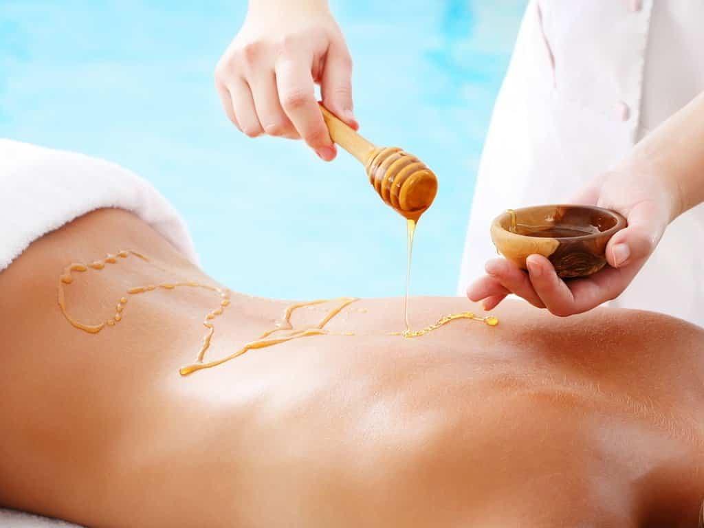 Чем полезен массаж спины с медом при остеохондрозе, польза медового массажа