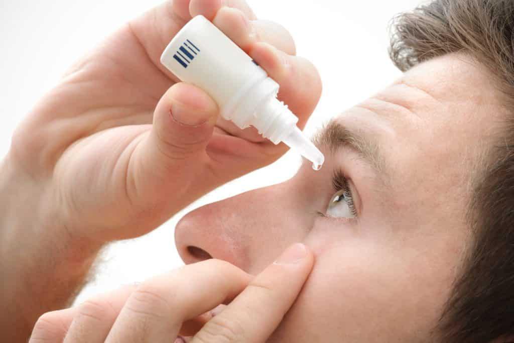 как правильно закапывать капли в глаз
