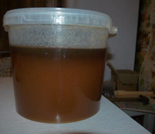 расслоившейся мед в банке