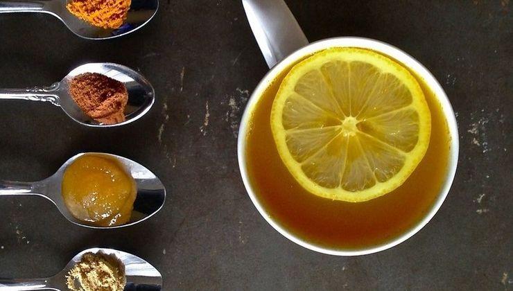Можно ли добавлять мед в горячий чай?