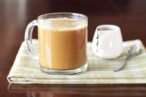 молоко с чаем